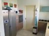 Keuken met koelkast, Magnatron, oven.