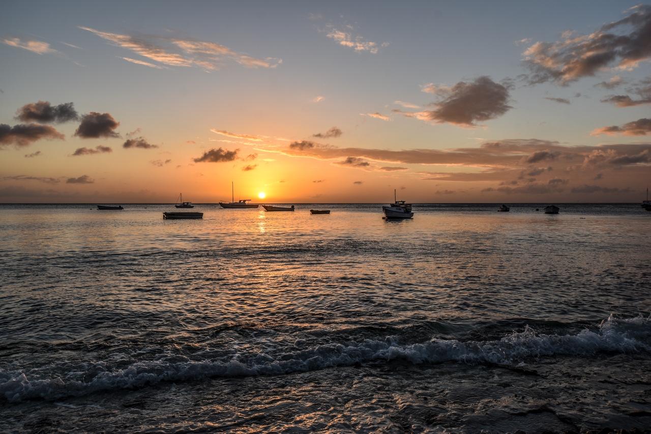 Fischerboote im Sonnenuntergang, Karibik - Curacao