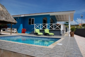 ferienhaus mit meerblick und pool auf curacao traumurlaub in der karibik. Black Bedroom Furniture Sets. Home Design Ideas